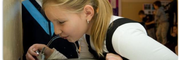 Poidełka do wody w warszawskich szkołach